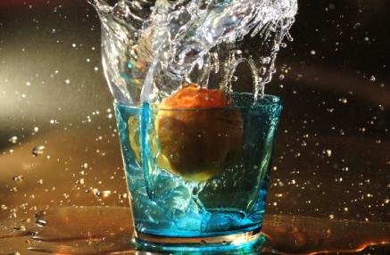 mela in acqua